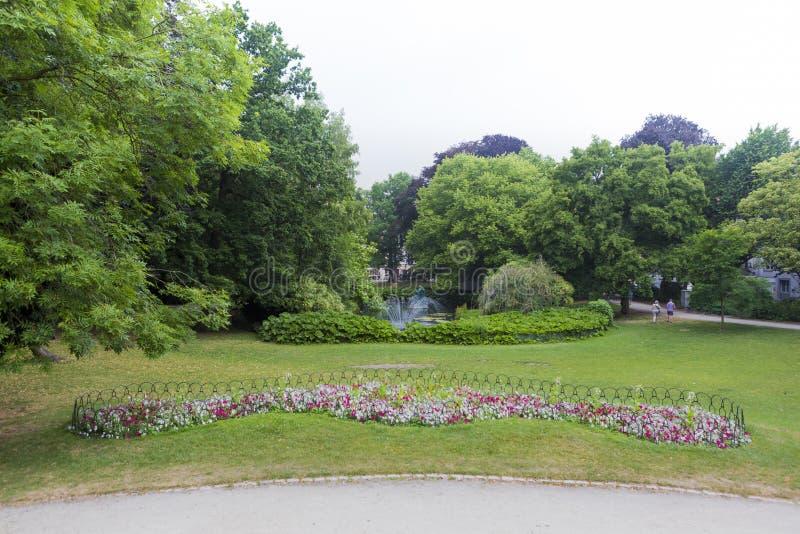 Povos que relaxam no K Parque de Astridpark imagem de stock royalty free