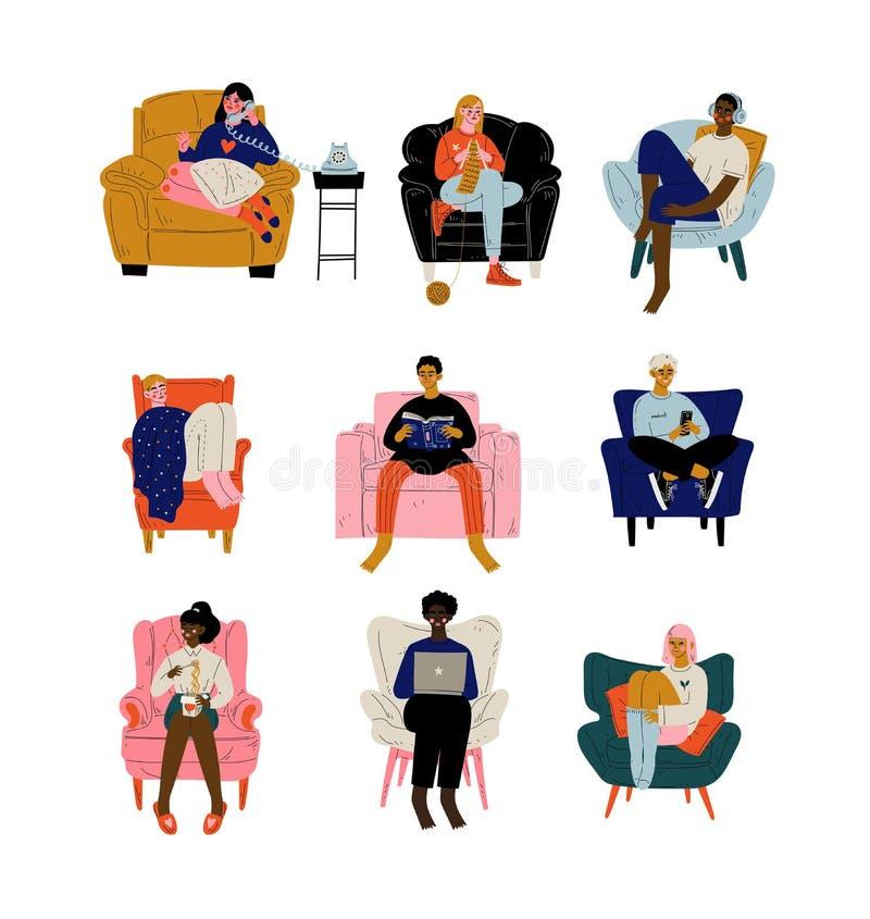 Povos que sentam-se em casa no grupo, em homens confortáveis e nas mulheres da poltrona descansando, comendo, trabalhando no port ilustração do vetor