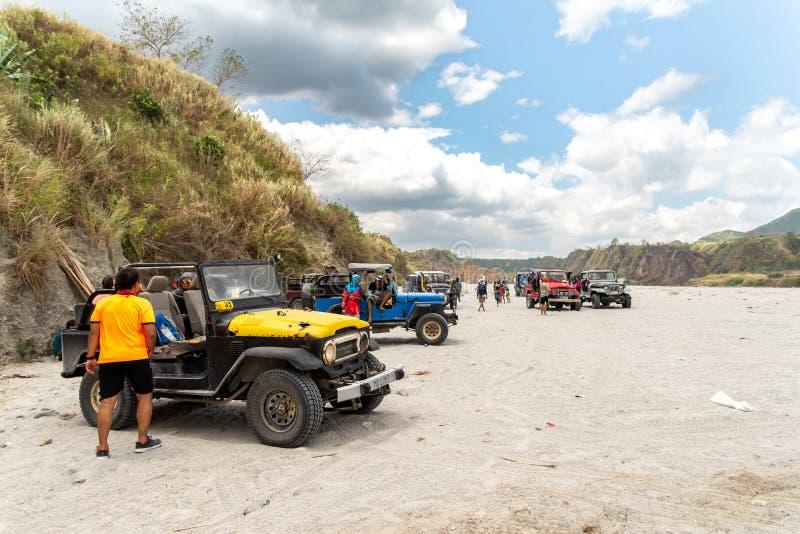 Povos que que vão a trekking Mt Pinatubo, Tarlac, Filipinas, o 24 de março de 2019 fotos de stock royalty free