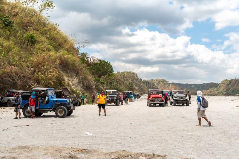 Povos que que vão a trekking Mt Pinatubo, Tarlac, Filipinas, o 24 de março de 2019 imagens de stock royalty free