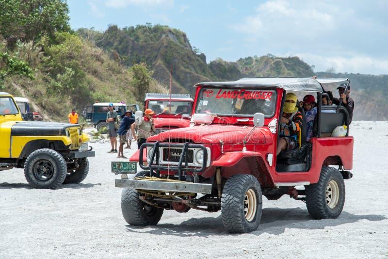 Povos que que vão a trekking Mt Pinatubo, Tarlac, Filipinas, o 24 de março de 2019 fotografia de stock royalty free