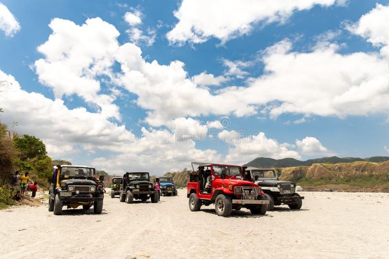 Povos que que vão a trekking Mt Pinatubo, Tarlac, Filipinas, o 24 de março de 2019 fotos de stock