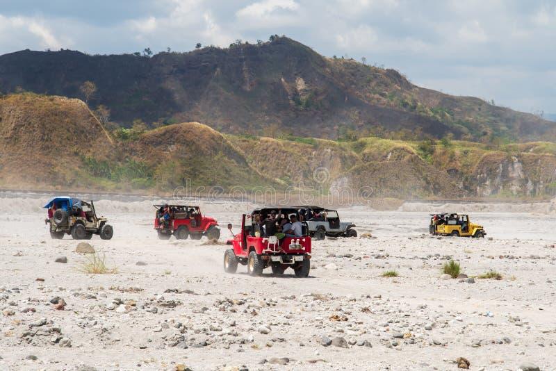 Povos que que vão a trekking Mt Pinatubo, Tarlac, Filipinas, o 24 de março de 2019 imagem de stock