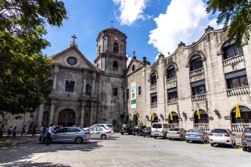 Povos que visitam o San Agustin Church em intra muros, Manila, Filipinas, junho 9,2019 imagens de stock