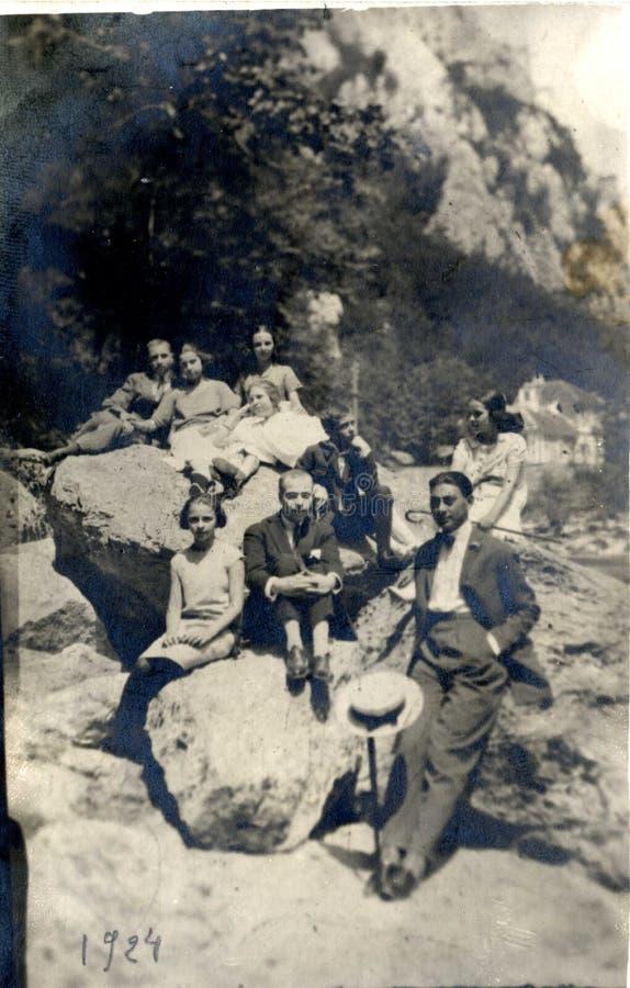Povos romenos no homem e nas mulheres de Carpathians 1924 foto de stock royalty free