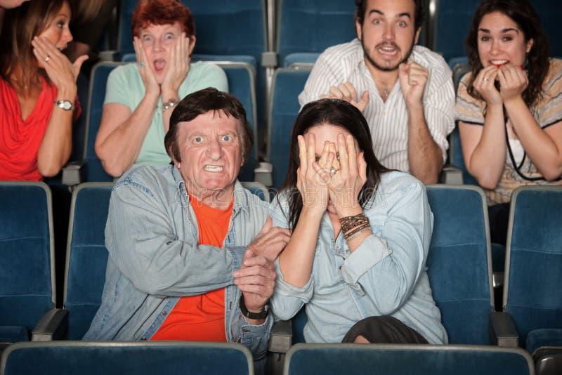Povos Scared no teatro imagens de stock royalty free