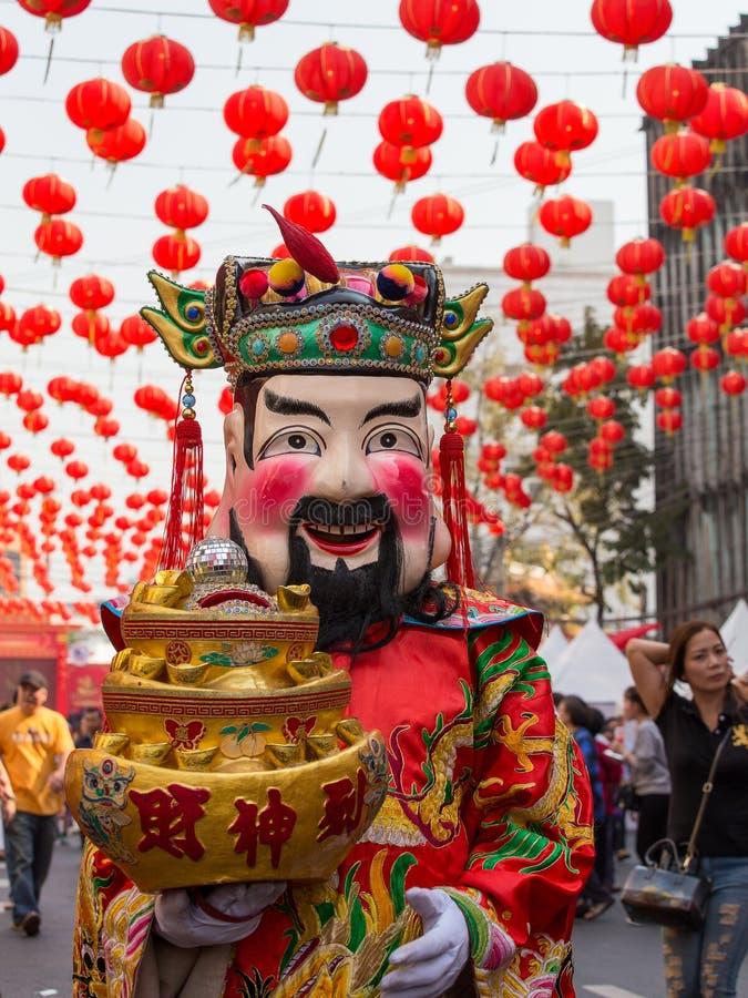 Povos tailandeses e turistas durante a celebração do ano novo chinês na rua de Yaowarat, bairro chinês Banguecoque, Tailândia imagens de stock