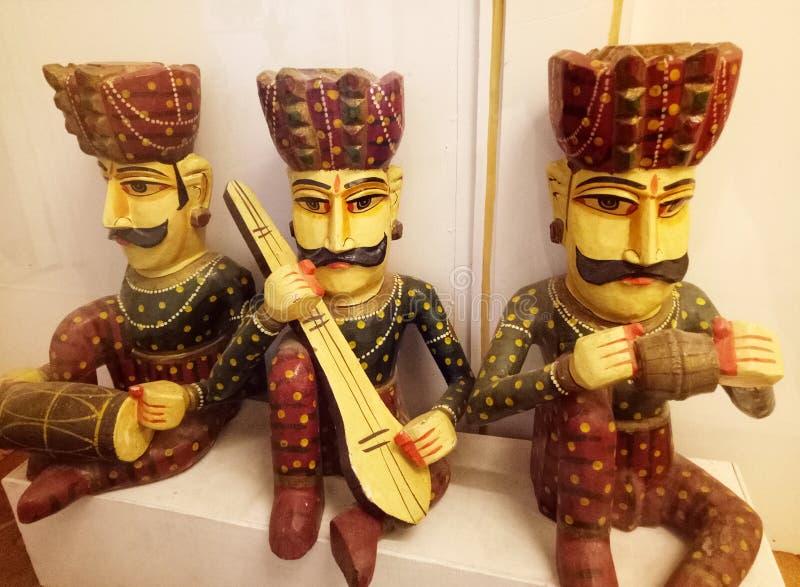 Povos tradicionais indianos Art Puppets com instrumentos musicais imagens de stock royalty free