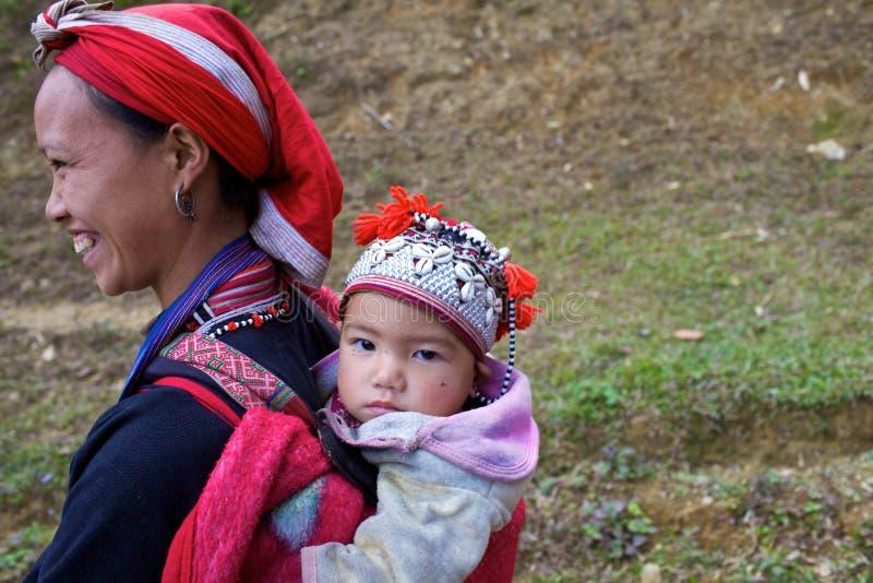 Povos vermelhos da minoria de Dao Ehtnic de Vietnam imagens de stock