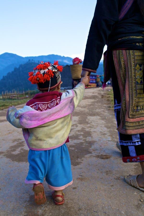 Povos vermelhos da minoria de Dao Ehtnic de Vietnam foto de stock