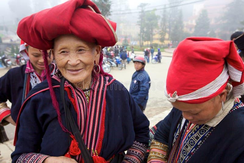 Povos vermelhos da minoria de Dao Ehtnic de Vietnam fotografia de stock