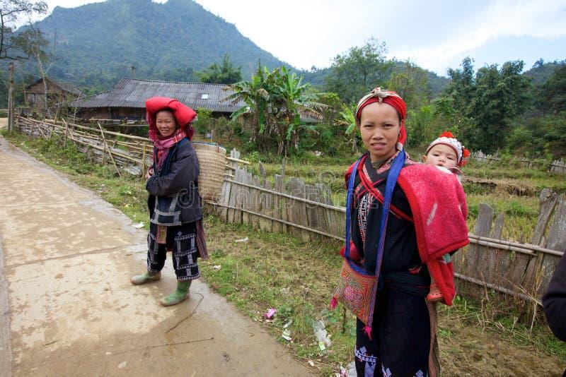 Povos vermelhos da minoria de Dao Ehtnic de Vietnam imagem de stock royalty free