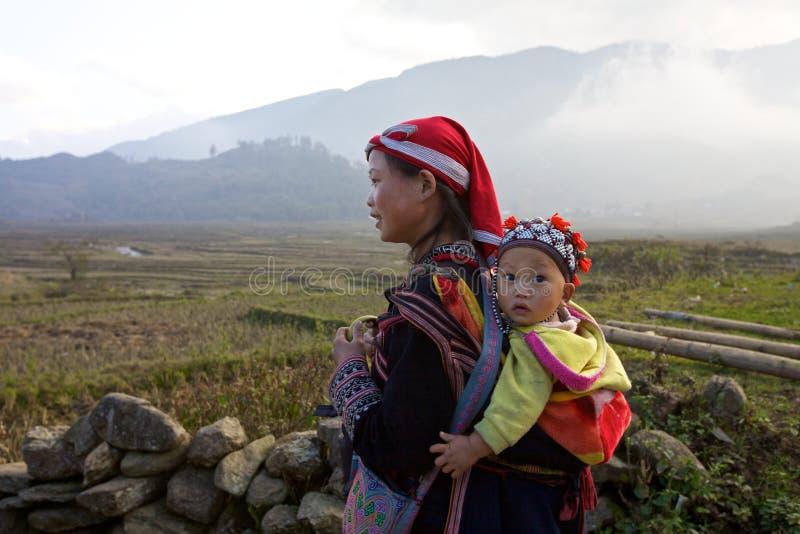 Povos vermelhos da minoria de Dao Ehtnic de Vietnam imagem de stock