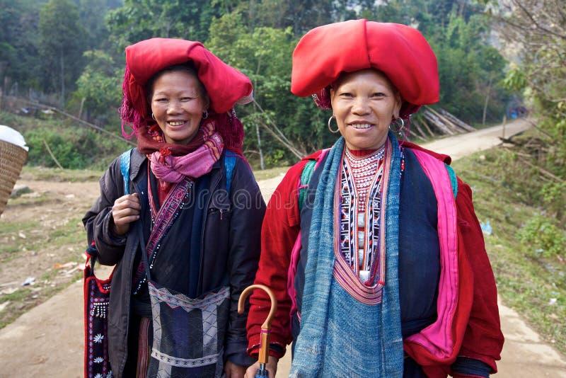 Povos vermelhos da minoria de Dao Ehtnic de Vietnam foto de stock royalty free
