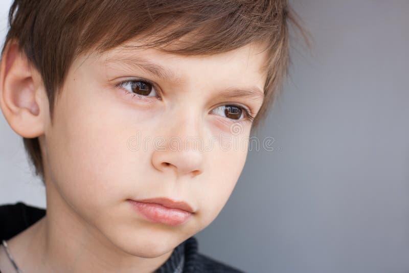 Poważna chłopiec obrazy royalty free