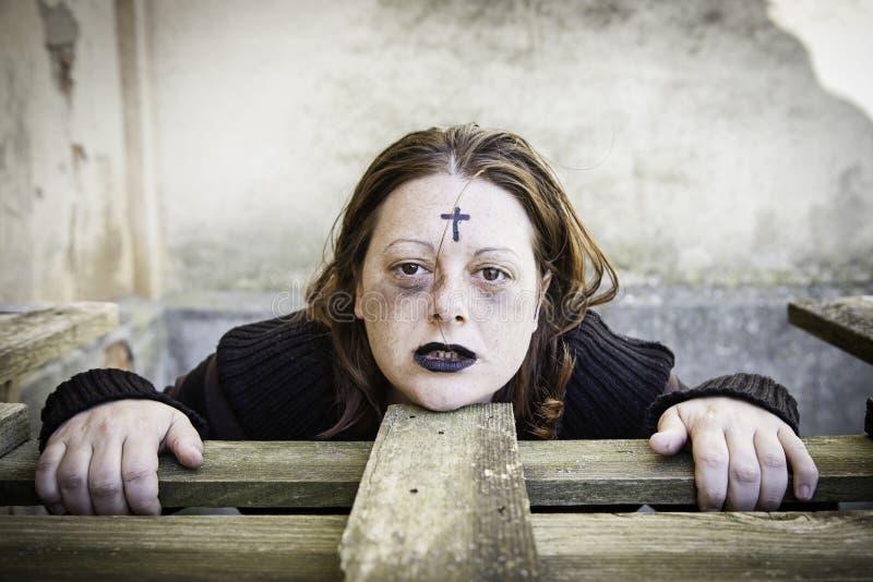 Poważna dziewczyna sataniczna zdjęcie royalty free