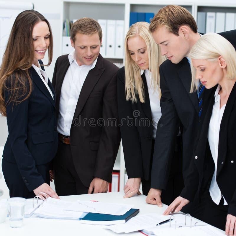 Poważna oddana biznes drużyna obraz royalty free
