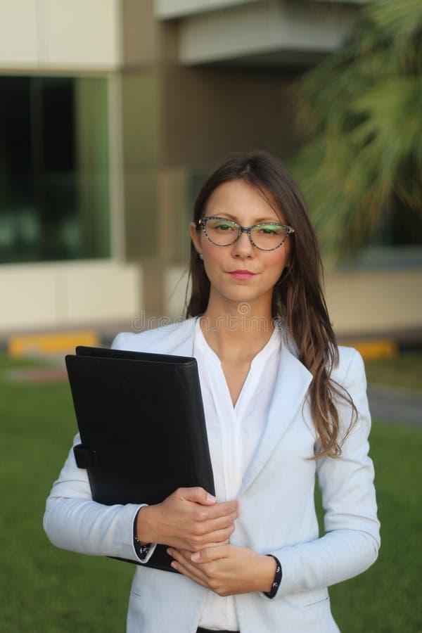 Poważne biznesowe kobiety - Akcyjny wizerunek fotografia royalty free