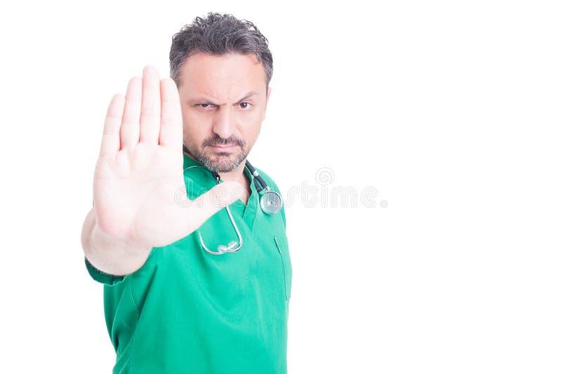 Poważnej samiec przerwy doktorski robi gest z ręką obrazy royalty free