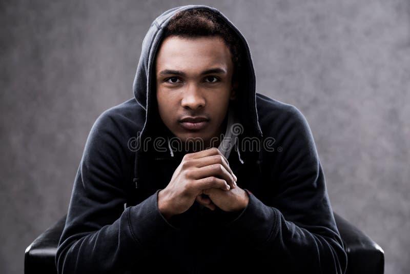 Poważny amerykanina afrykańskiego pochodzenia mężczyzna portret obrazy stock
