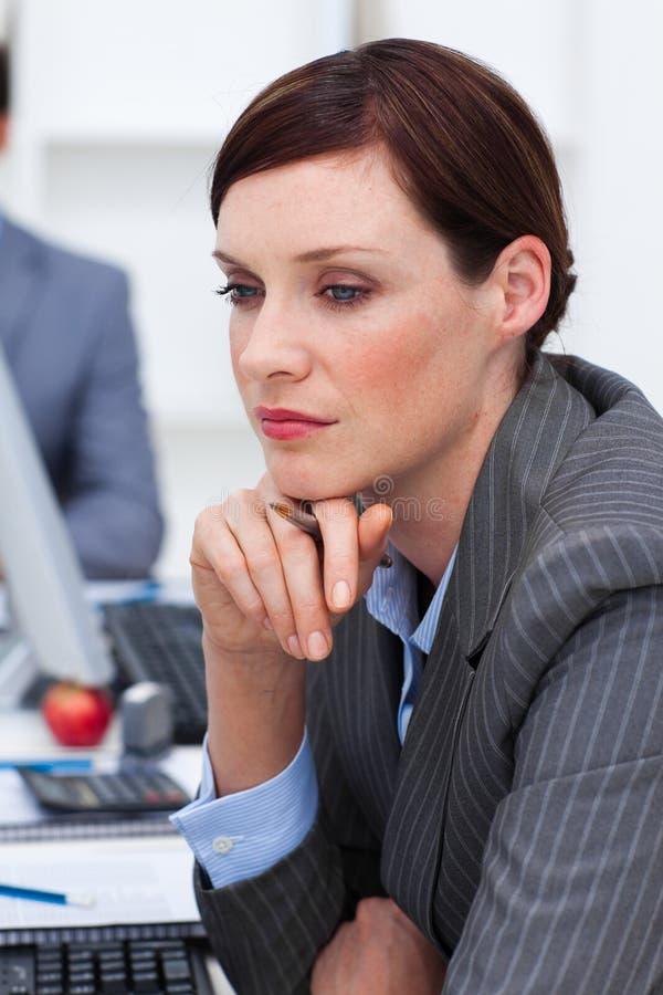 poważny biurowy bizneswomanu portret zdjęcia royalty free