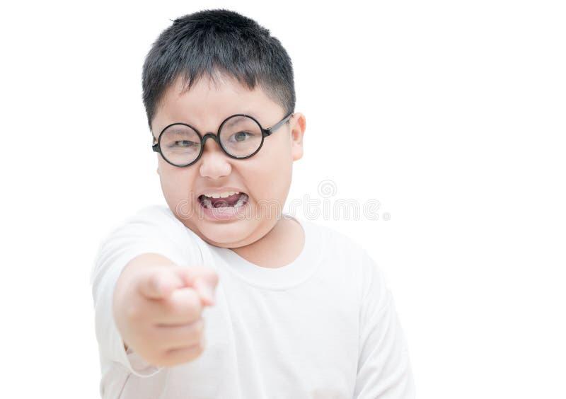 Poważny lub gniewny obses dzieciak wskazuje palec wskazującego odizolowywającego zdjęcie royalty free