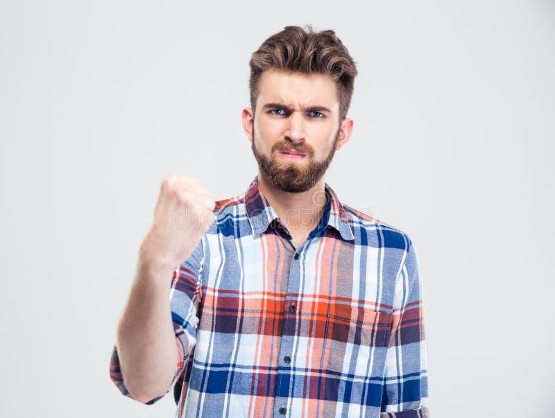 Poważny mężczyzna pokazuje pięść przy kamerą obrazy stock