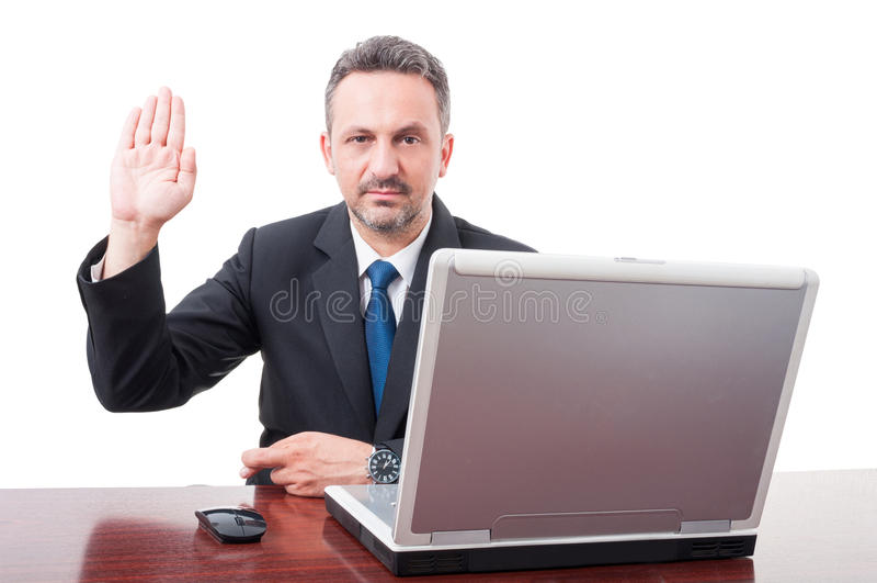 Poważny męski kierownik robi fałszywemu zeznaniu obraz stock