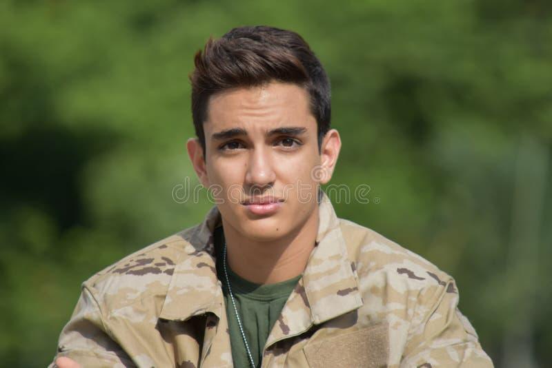 Poważny Pozyskujący Męski żołnierz zdjęcia stock