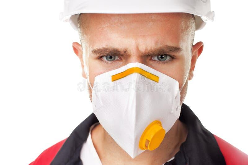 Poważny pracownik jest ubranym respirator zdjęcia royalty free