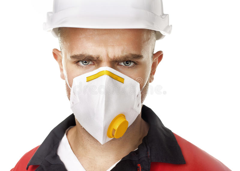 Poważny pracownik jest ubranym respirator fotografia stock