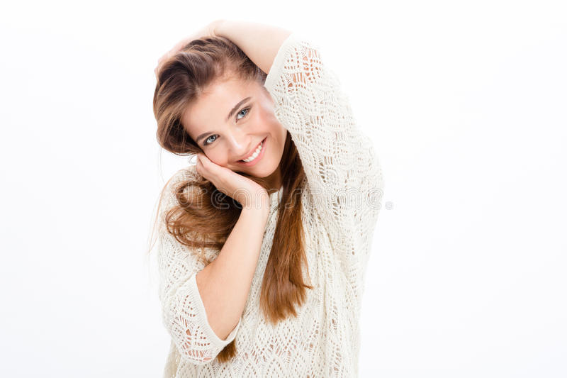 Powabna atrakcyjna szczęśliwa młoda kobieta w biel ubraniach zdjęcia stock