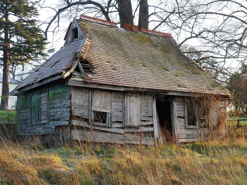Powabna drewniana kabina w zimie, Sarratt, Hertfordshire fotografia royalty free