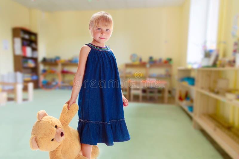 Powabna mała dziewczynka fotografia royalty free