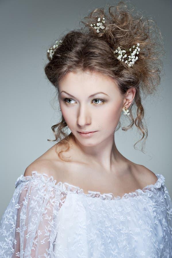 Download Powabna Smokingowa Biała Kobieta Obraz Stock - Obraz złożonej z model, cutie: 13341925