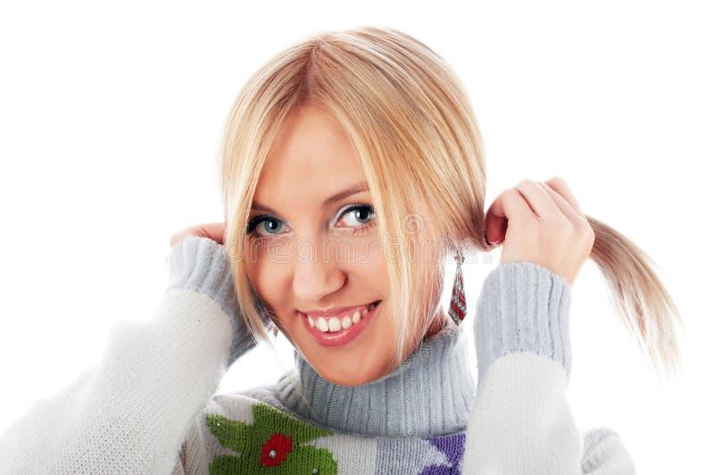 Powabna uśmiechnięta blondynka fotografia royalty free