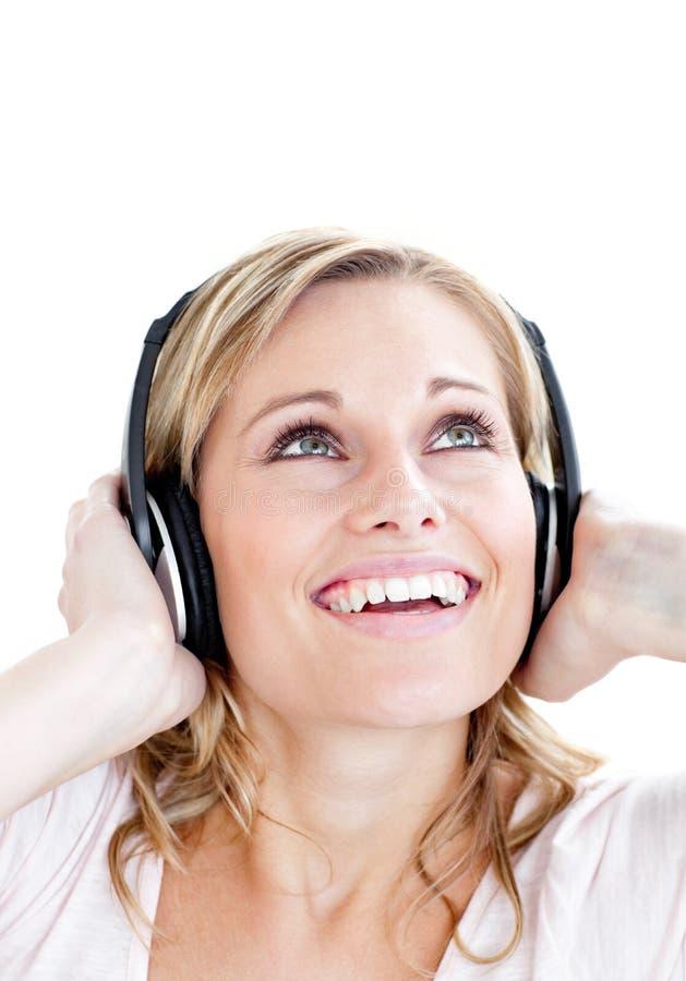 powabnego headphon słuchająca muzyka kobieta zdjęcie royalty free