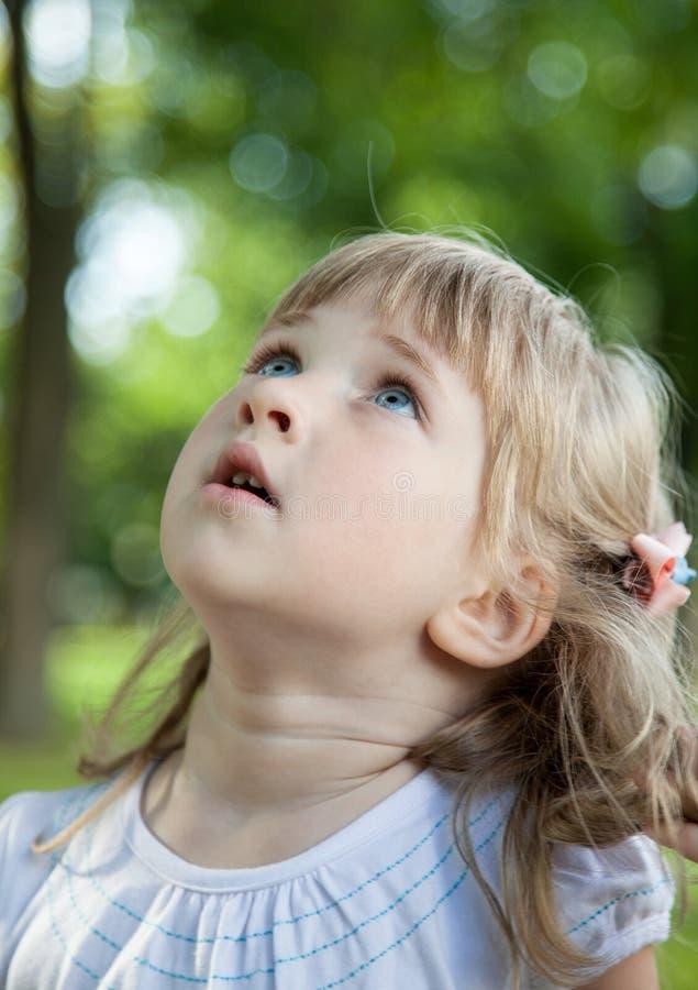 powabnej dziewczyny odosobniony mały portret obraz royalty free