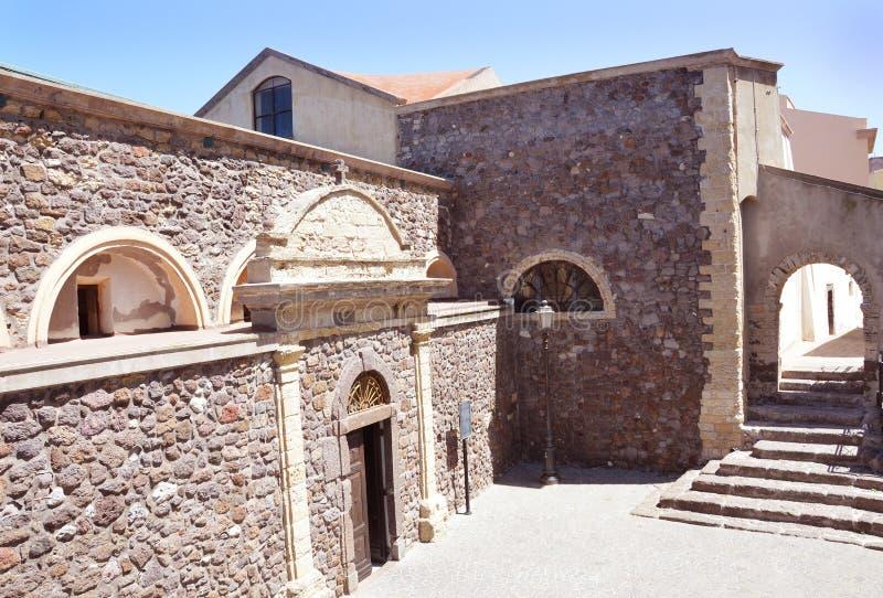 Powabny mały średniowieczny grodzki Castelsardo w Sardinia zdjęcie stock