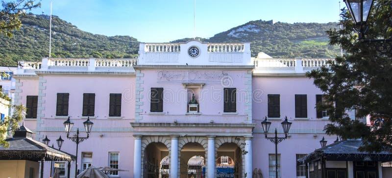 Powabny Webb Mackintosh budynek w głównej ulicie na skale Gibraltar zdjęcie royalty free