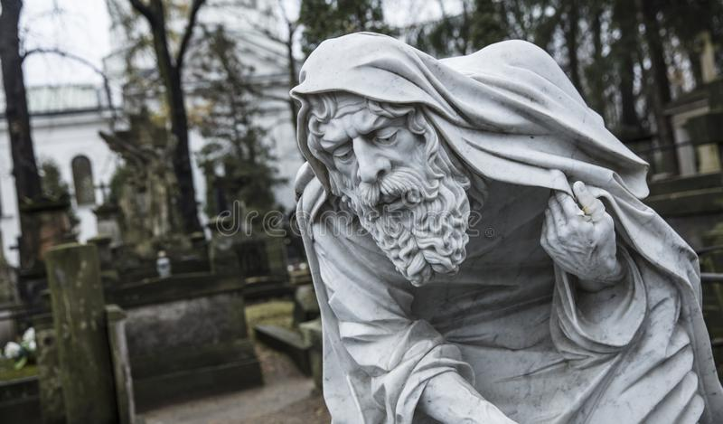 Powazki公墓,华沙,波兰,欧洲,雕象12月2018年,老父亲时间在公墓的 图库摄影