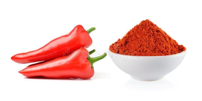 Powdered высушил красный пеец и перцы красного chili в белом шаре стоковая фотография