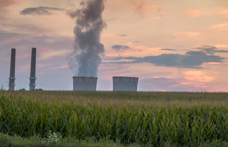 Power plant emits smoke as the day turns to dusk at Martins Creek Power Plant in Harmony, New Jersey on 8/1/17. Power plant emits smoke as the day turns to dusk stock photography