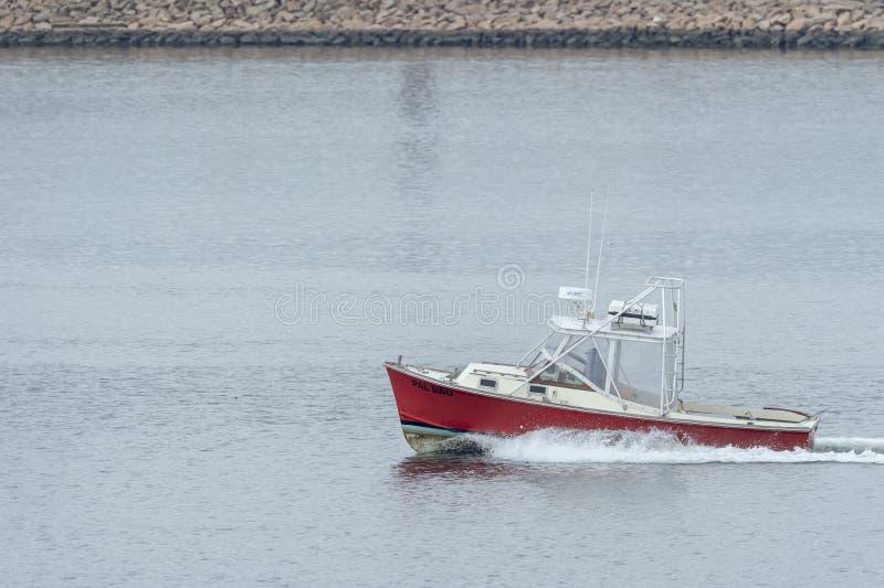 Powerboat Pal Dao som lämnar New Bedford royaltyfri foto
