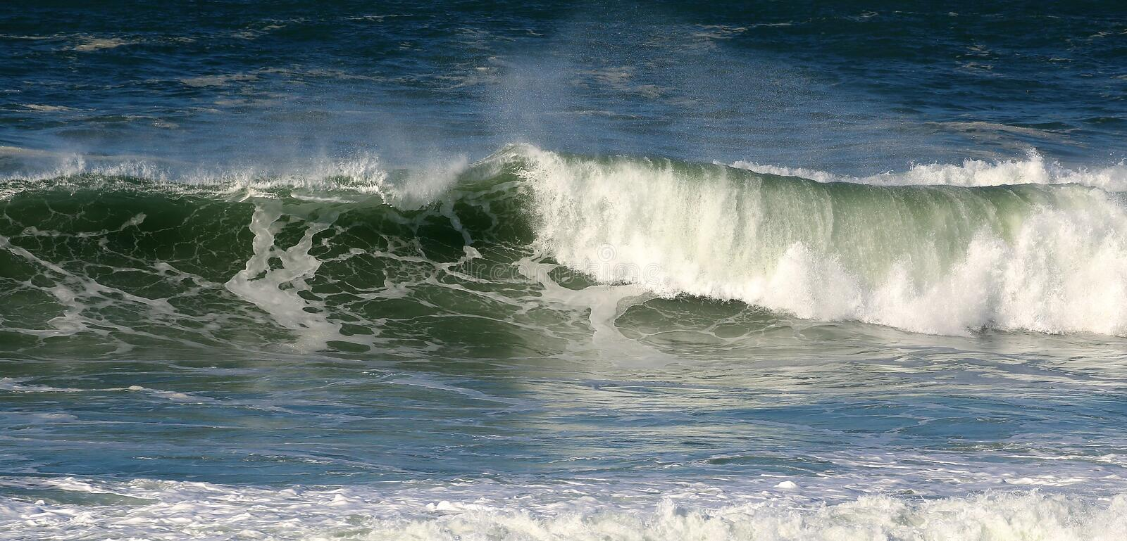 Powerful ocean wave royalty free stock photos