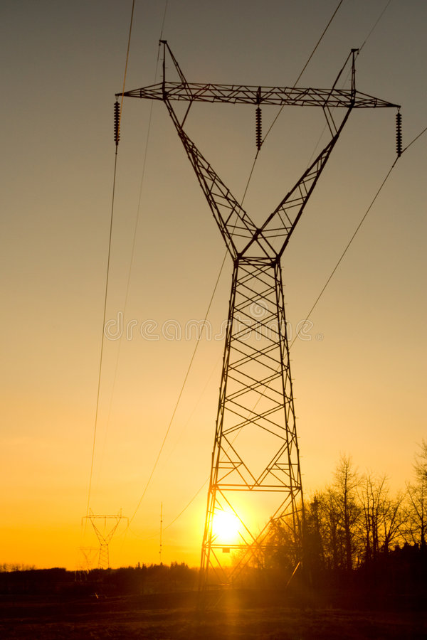 Powerlines van de zonsondergang stock foto