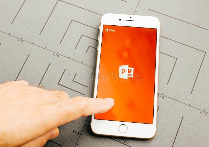 PowerPoint microsoft sul iPhone 7 più il software applicativo fotografie stock libere da diritti