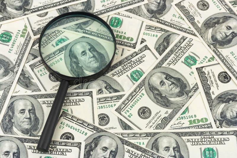 Powiększać - szkło i pieniądze obrazy royalty free