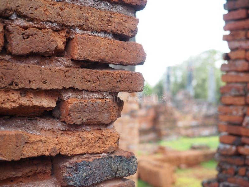 Powierzchnia od czerwonej starej cegły z miękką ostrością tło obraz royalty free