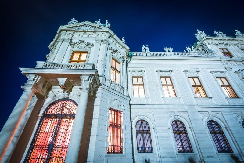 Powierzchowność belwederu pałac przy nocą, w Wiedeń, Austria zdjęcia royalty free